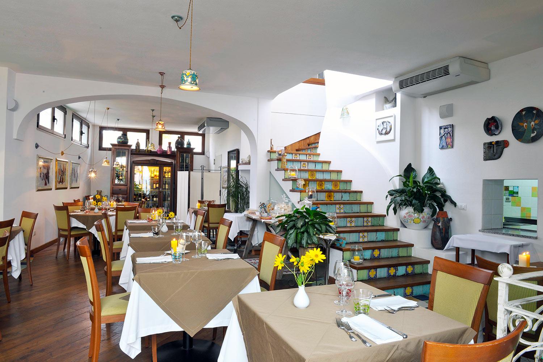 sala ristorante su barchile a orosei