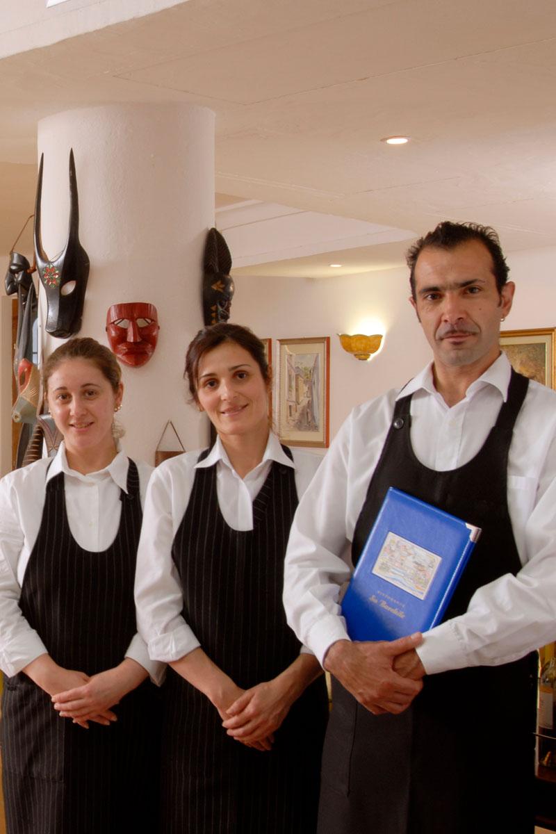 staff ristorante su barchile a orosei